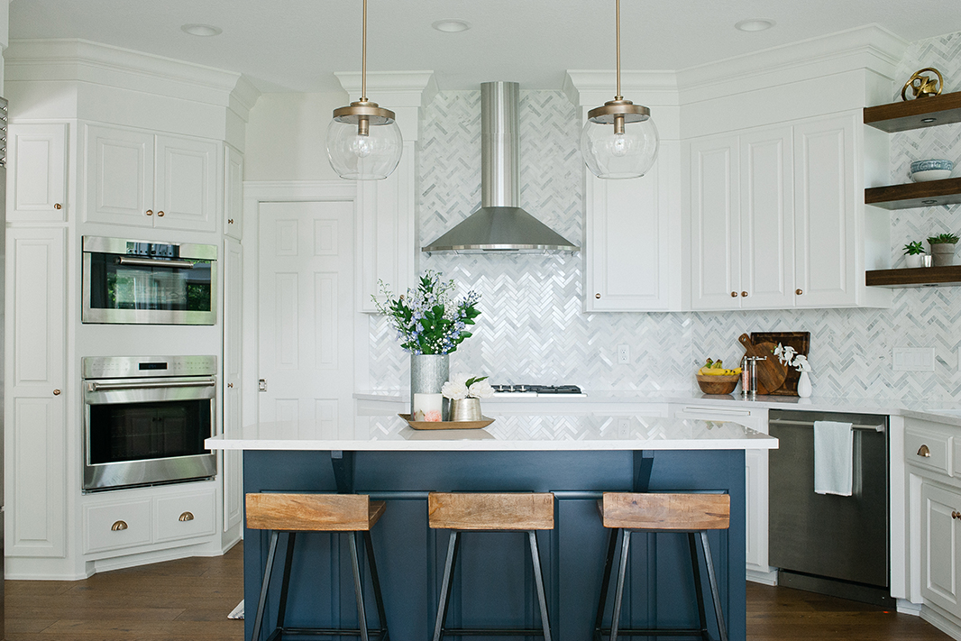 Zephyr Savona Wall, Kitchen design by Kirsten Erickson